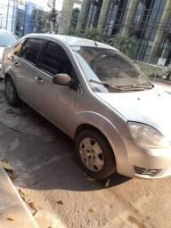 Vende Fiesta Sedan 2005 completo ou Troca se com carro com parcelas - 2005