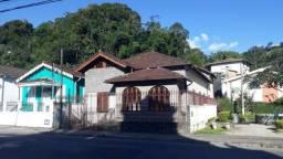 Casa em dois pavimentos -com 7 quartos- Centro -Petrópolis