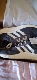 Tênis Adidas tamanho 40