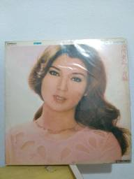 Lote com 10 discos de vinil de cantores Japoneses