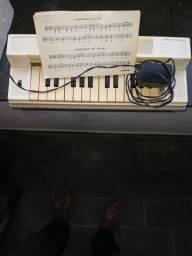 Título do anúncio: Mini órgão antigo da estrela elétrico