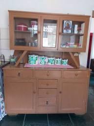 Armário de madeira antigo