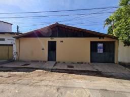 Vendo Casa 3 qts 4 vagas 2 banheiros 231m2 Prox Colégio Ana das Neves