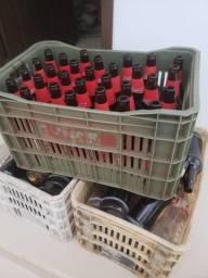Doa-se 5 caixas de garrafas de vidro, somente as garrafas