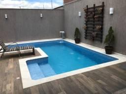 Linda casa com piscina no Colonial