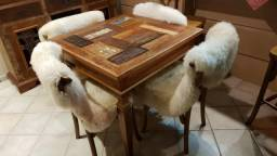 Mesas e cadeiras novas em Porto Alegre