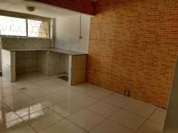 Casa muito boa em rua calçada no Gercino Coelho, R$ 800,00. Claudia (87) 98855 4301