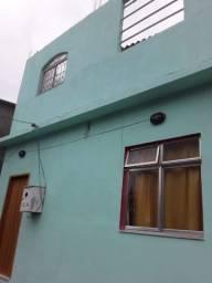 Casa independente, frente de rua, 03 quartos, amplo terraço mais anexo