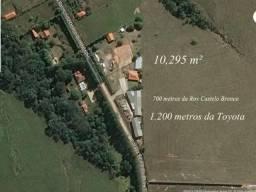 Área de 10.295 m² próximo a Toyota