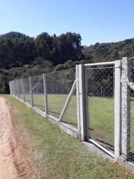 Cerca de tela alambrado com palanque de concreto em Curitiba comprar usado  Colombo