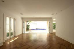Casa em condomínio com 418m² no Jardim Guedala