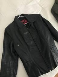 Título do anúncio: Jaqueta preta feminina P - pouco usada