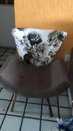 Cadeira linda estofada e confortável para sala ou quarto