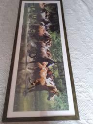 Quadro de quebra cabeça com imagem de cavalos, emuldurado e envidraçado m