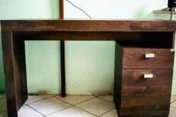 Escrivaninha / Mesa de escritório
