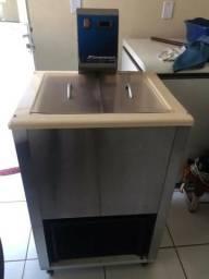 Máquina de picolés Finamac Turbo 8 + Freezer + carrinho de picolé + kit produção