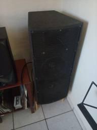 Caixas acústicas profissionais e potências
