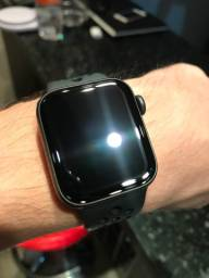 Apple Watch Nike Series 5 - Cinza-espacial (40mm)