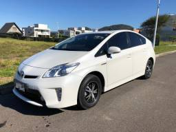 Toyota Prius 2015 em excelente estado de conservação e baixa km