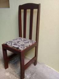 Vendendo esta cadeira de madeira maciça