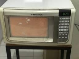 Título do anúncio: Microondas Electrolux Usado