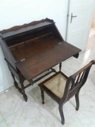 Escrivaninha De Madeira Com Cadeira Em Trama Palhinha