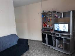 Casa com 4 quartos 3 banheiros área de serviço com 3 pontos comerciais e um kitnet