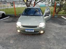 Clio Sedan - 2004
