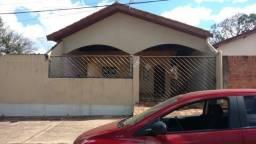 Vende-se casa no Jardim Kênia, em Rondonópolis/MT;