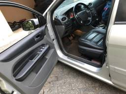 Ford Focus Ghia 2.0 completo - 2011