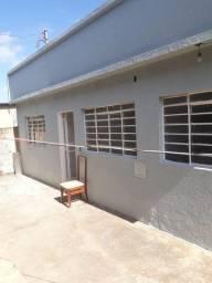 Alugo 2 casas na parada 10 do Pedregal, 1 de 2qts e outra 3qts no mesmo lote.