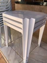 3 mesas (tramontina) e 12 cadeiras (Antares)
