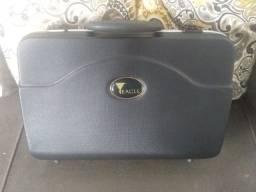 Título do anúncio: Vendo ou troco Clarinete Eagle cl04n Sib 17 chaves por notebook novo