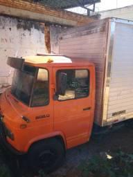Caminhão 608 baú c/ freios misto
