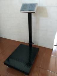 Balança eletrônica digital.plataforma pesa até 150 kg.449,00 reais. *