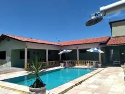 Espetacular casa com piscina e campo de futebol próximo as praias