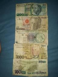 Notas antigas e tenho moedas também.