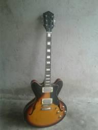 Guitarra elétrica.
