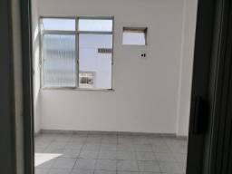 Apartamento 2 Quartos Elevador e Porteiro 24h em Cascadura