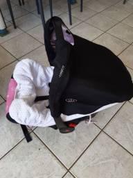 Carrinho de Bebê Cosco e Com o bebê conforto cor  rosa