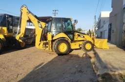 Retroescavadeira Caterpillar 2013 - 120.000