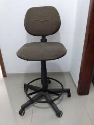 Cadeira de Escritório Regulável Giratória com Rodinhas