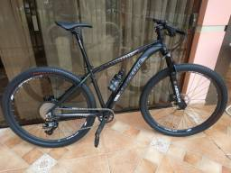Bike MTB Absolute Wild aro 29 - Nova - Cabeamento interno - suspensão absolute prime ar