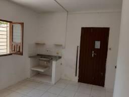 RL Aluga casa 02 quartos com 60m² em candeias 750 com taxa inclusas