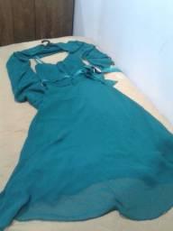 Vestido Social com echarpe longo na cor verde tamanho M