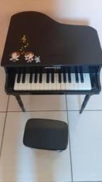 Vendo piano infantil semi-novo