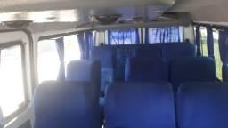 Vendo um ônibus e duas vans