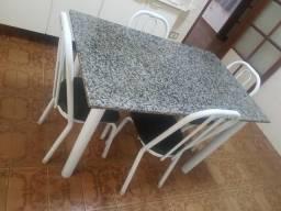 Mesa Com Tampo De Granito E 4 Cadeiras