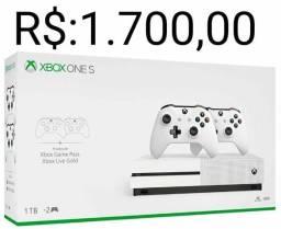 Xbox one s com 2 controles novo e parcelo no cartão de crédito em até 12 x sem juros