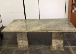 Mesa de reunião em granito